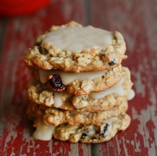 Maple Oatmeal Raisin Cookies