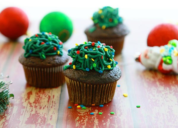 Tangled Christmas Lights Cupcakes with Christmas Ornaments