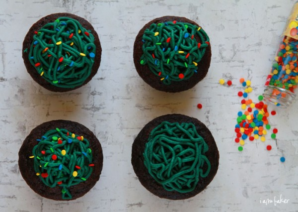 Tangled Christmas Lights Cupcakes from Overhead