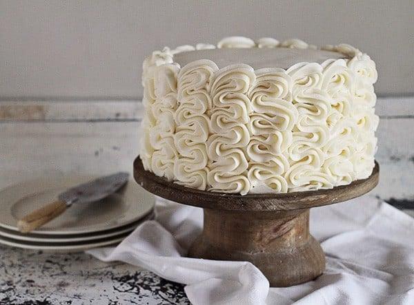 Frilly Cake: Full tutorial by iambaker.net #frillycake #cakedecorating