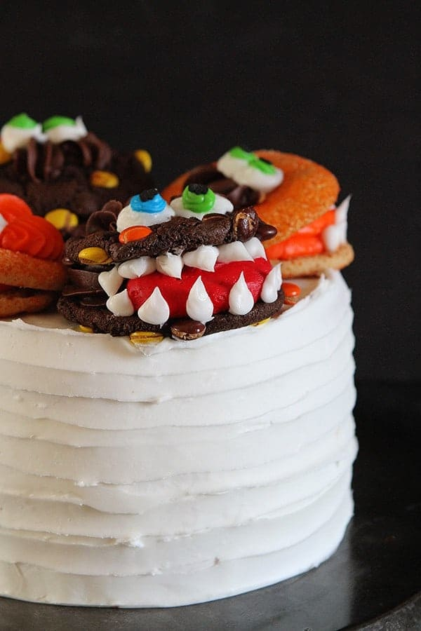 Monster Cake with Monster Cookies {Cookie Decorating Tutorial} #halloween #cookies #cake