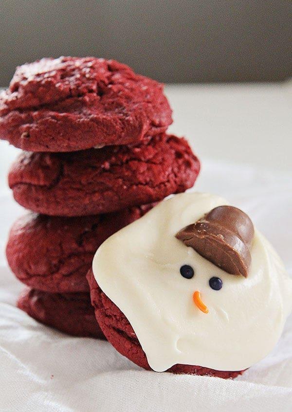 Red Velvet Cream Cheese Melting Snowman Cookies #christmas #cookies #redvelvet #creamcheese
