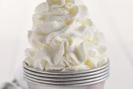 Homemade Peppermint Whipped Cream