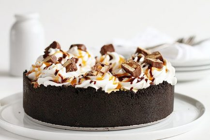 Snickers Bar Cheesecake Pie