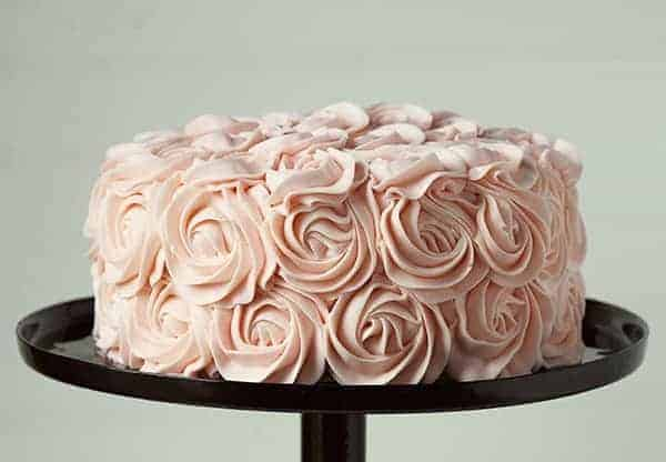 Rose Cake Design Icing : coming up roses (frosting roses of course!) - i am baker