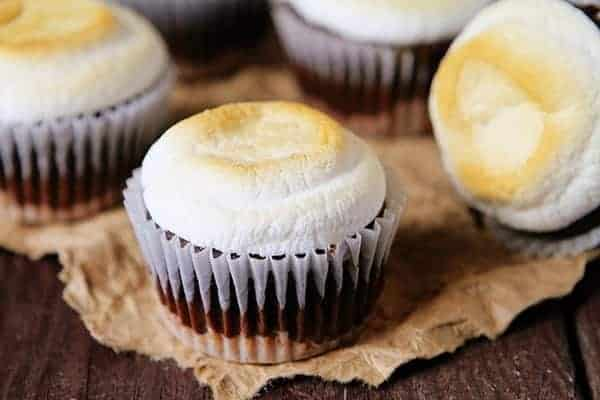 s'mores cupcakes! #chocolate #summerdesserts