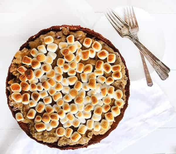 Brownie Cookie Dough Marshmallow Pie!