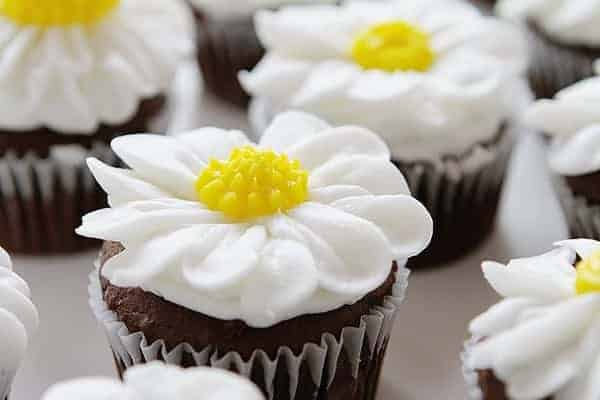 How to Pipe a Buttercream Daisy