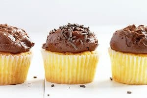 Perfect Yellow Cupcakes {with  amazing Chocolate Buttercream}
