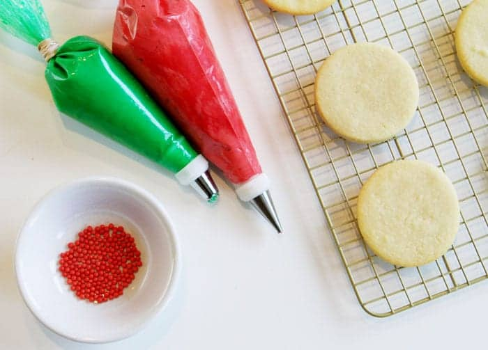 How to Make Christmas Wreath Cookies!