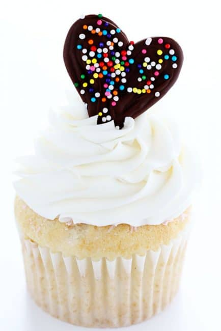 Such an Easy & Fun way to jazz up cupcakes and cakes!