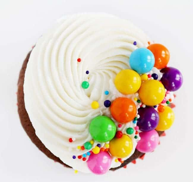 Seriously the easiest way to decorate cupcakes and so stinkin delicious!
