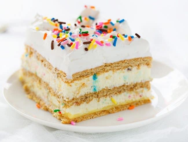 Perfect Vanilla Cupcakes   i am baker