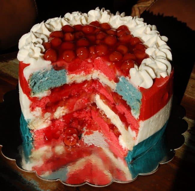 http://iambaker.net/wp-content/uploads/2016/09/Surprise_Inside_American_Flag_Cake_8-650x639.jpg