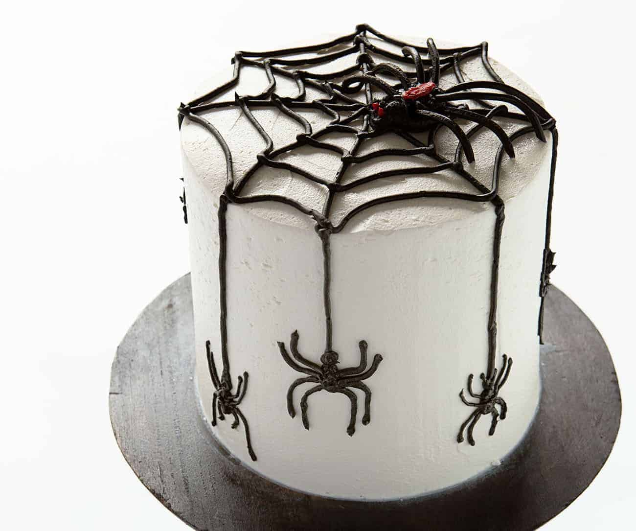Spider Cake on cake stand