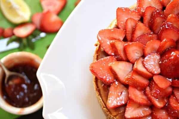 Fresh-Strawberry-Topped-New-York-Cheesecake-Gluten-Free