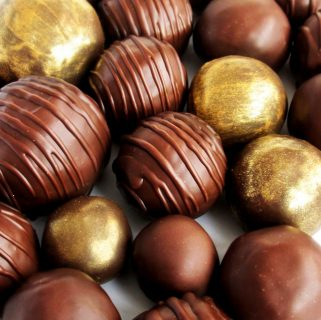 Chocolate-covered gingerbread cookie truffles