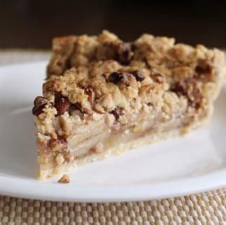 Apple pie with oat pecan streusel