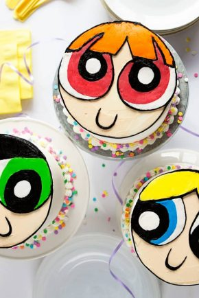 Creating personalized cakes are the perfect way to make a birthday celebration extra special!