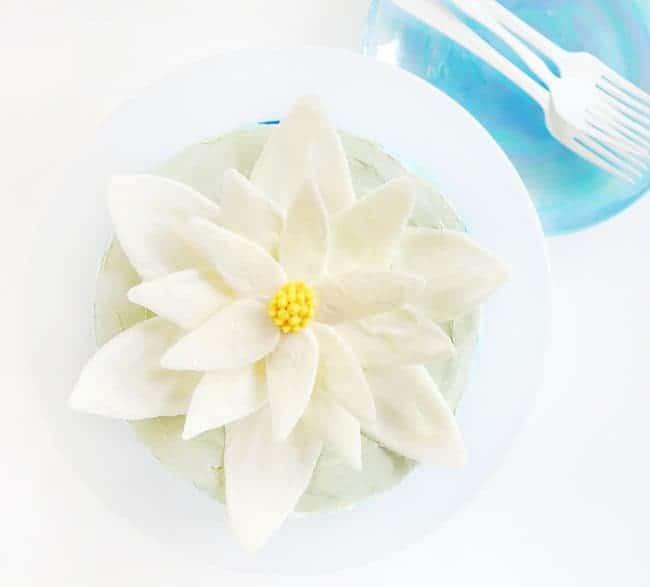 http://iambaker.net/wp-content/uploads/2017/06/water-lily-cake-650x587.jpg