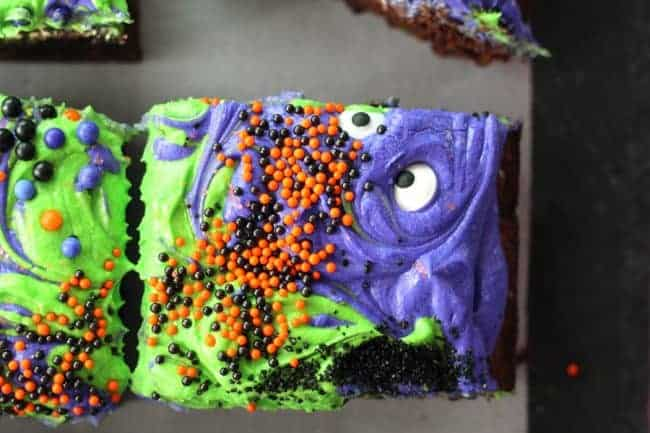 https://iambaker.net/wp-content/uploads/2017/09/monster-mash-halloween-brownies-L10-650x433.jpg