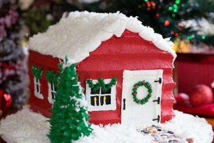 SANTA'S HOUSE!!! #christmas #christmascake #baking #cake