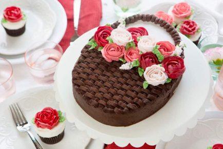 Mothers-Day-Cake-Amanda-Rettke