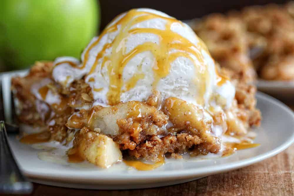 https://iambaker.net/wp-content/uploads/2018/08/Apple-Crisp-Blog7.jpg