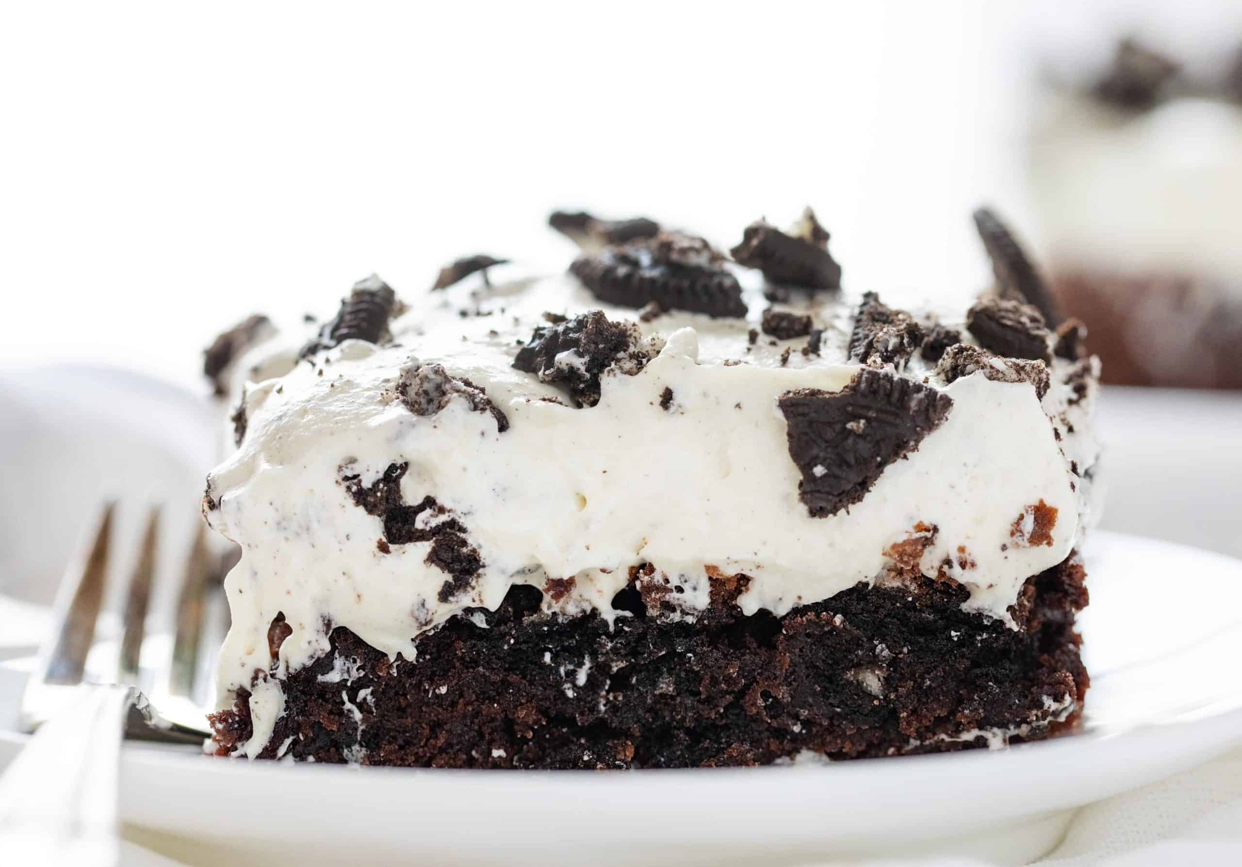 This Oreo Brownie Dessert is a GAME CHANGER! Packed with Oreo and tonz of flavor, you are going to love it! #brownies #oreobrownies #oreobrowniedessert #dessert #baking #iambaker #recipes