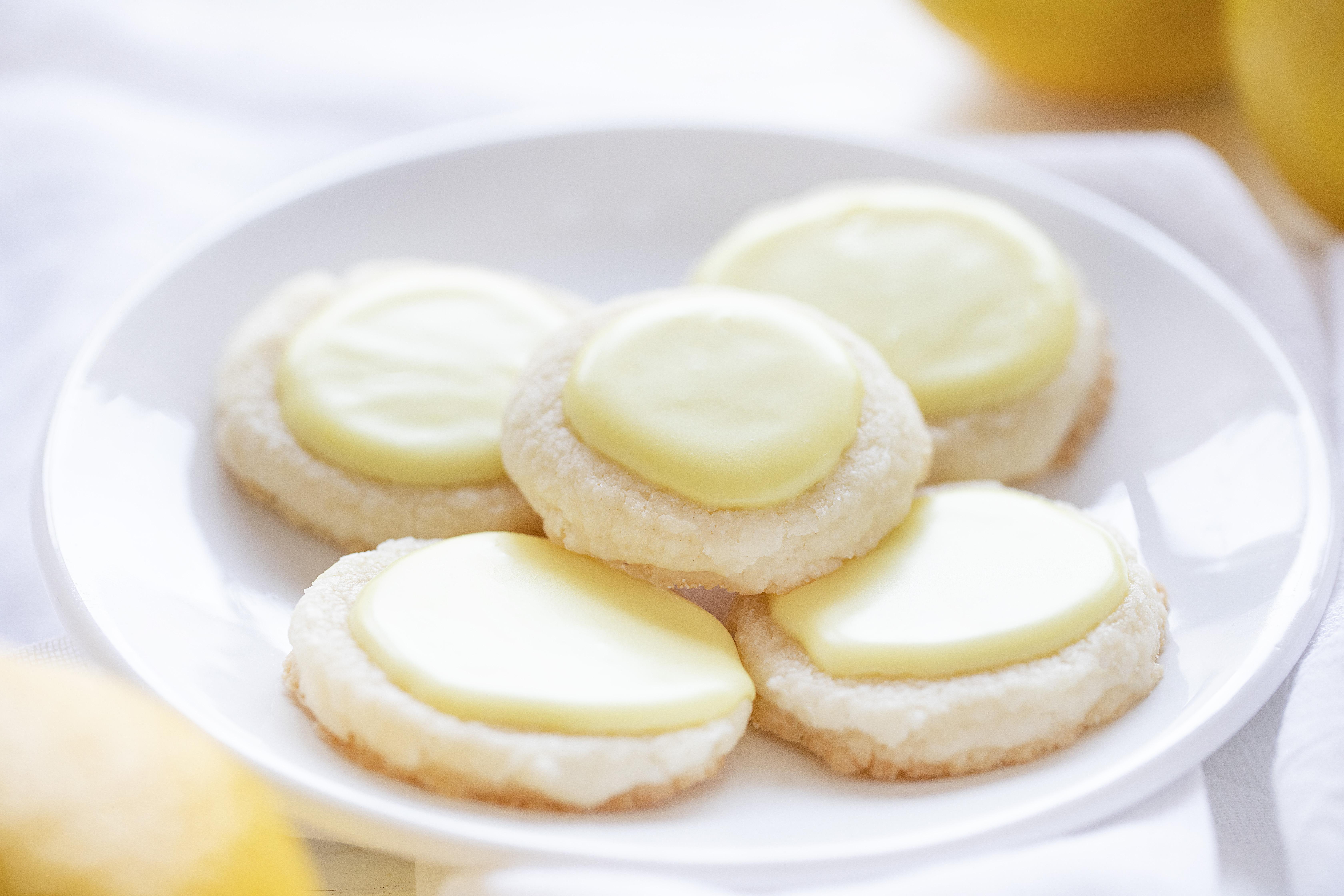 Tinted Lemon Meltaway Cookies