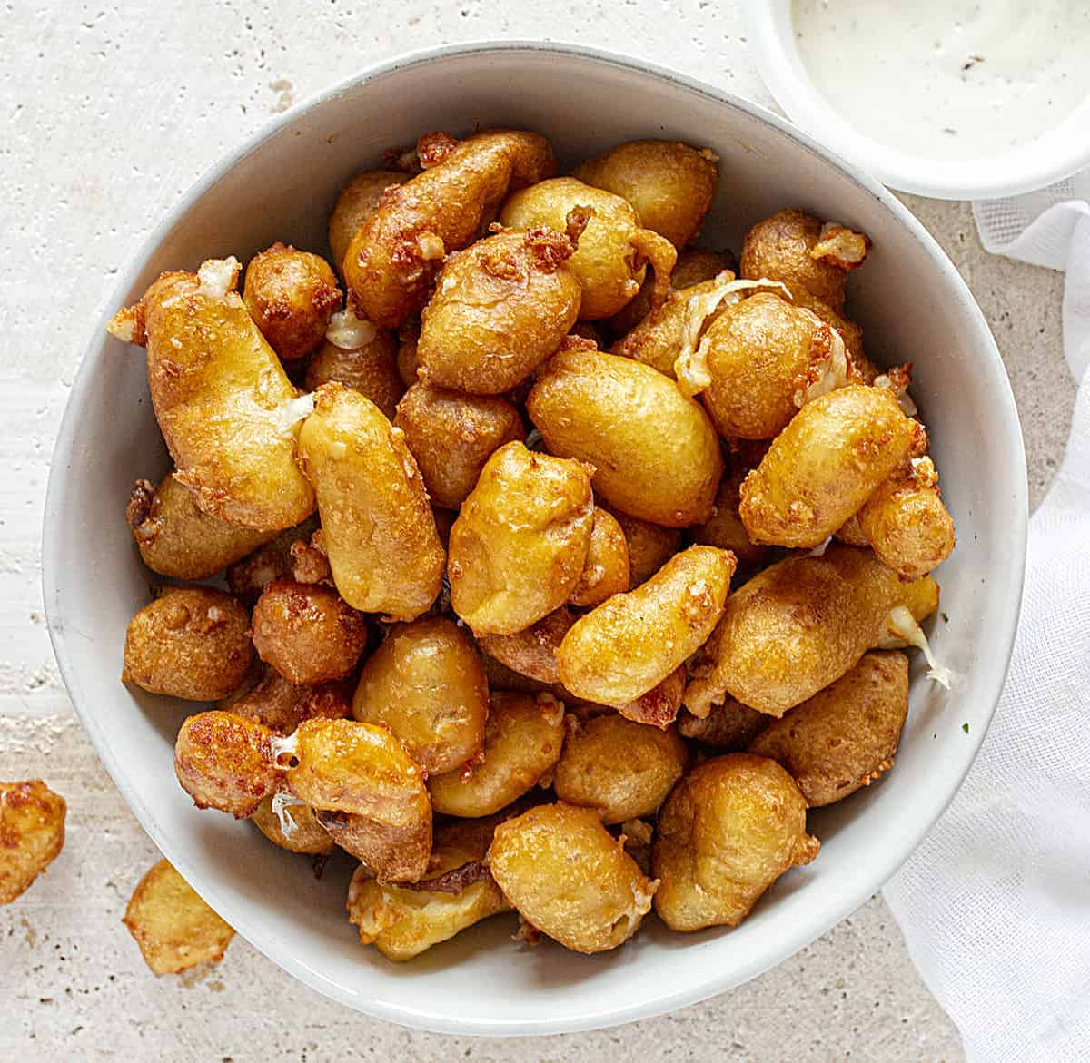 Easy Deep Fried Cheese Curds
