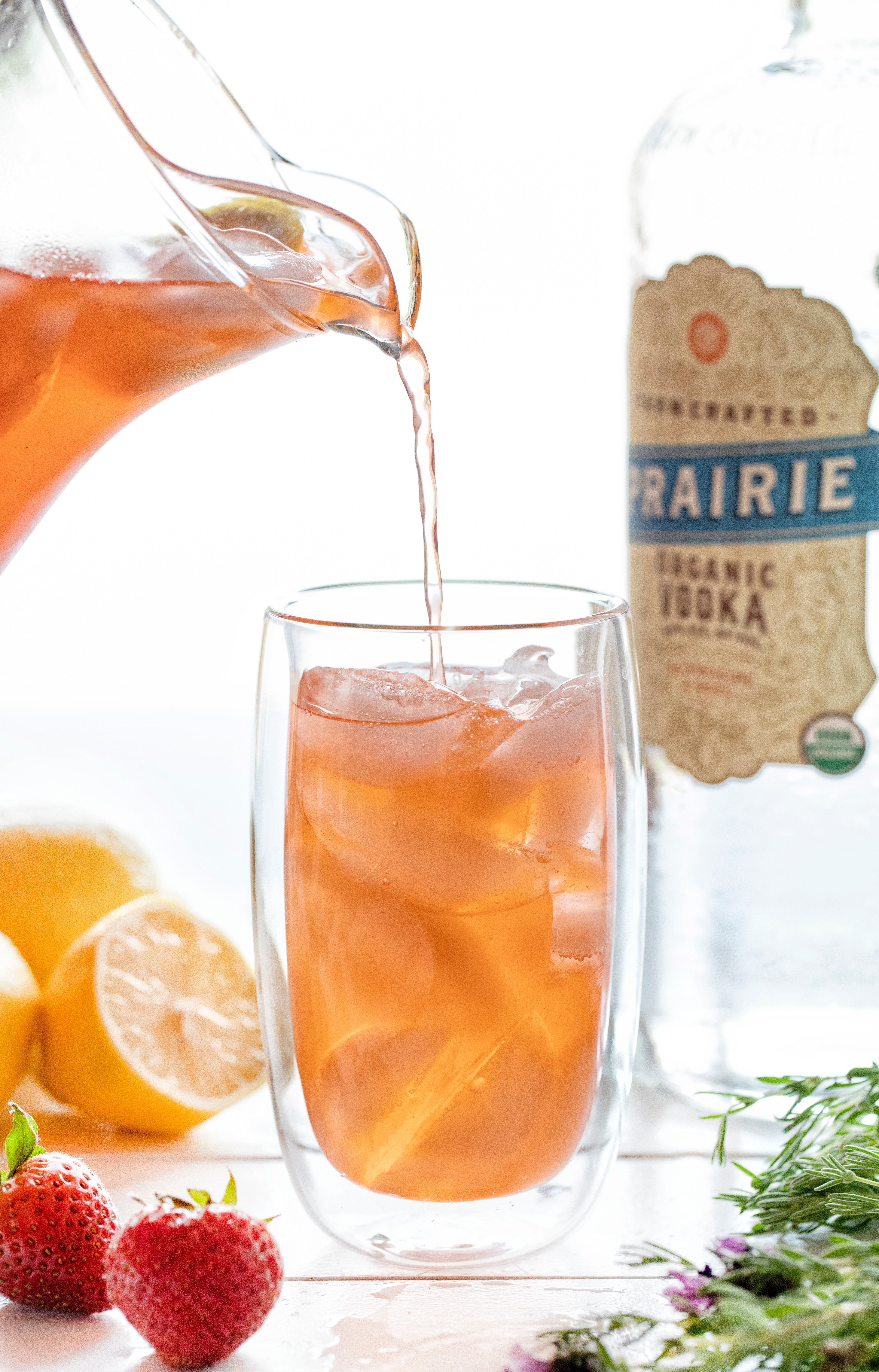 https://iambaker.net/wp-content/uploads/2019/07/straw-lemon-vodka.jpg