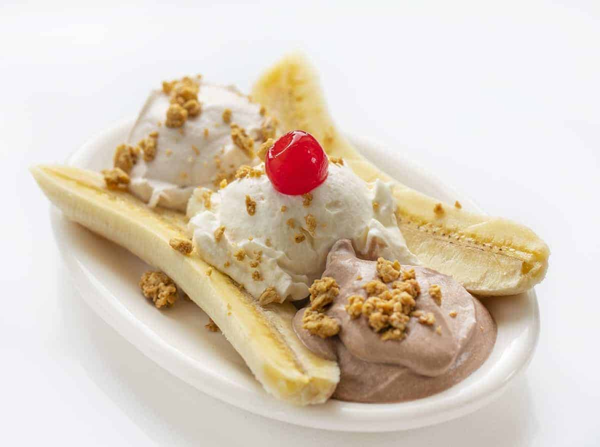 https://iambaker.net/wp-content/uploads/2020/05/breakfast-banana-split.jpg