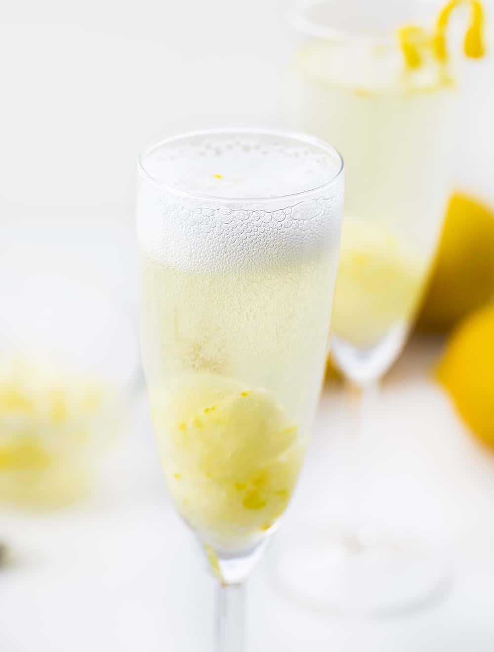 Lemon Vodka Prosecco in Glass
