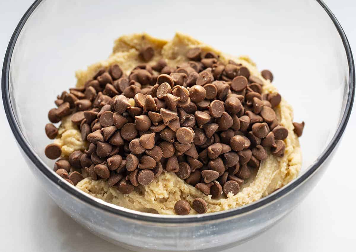Ingredientes crus para massa de biscoito comestível
