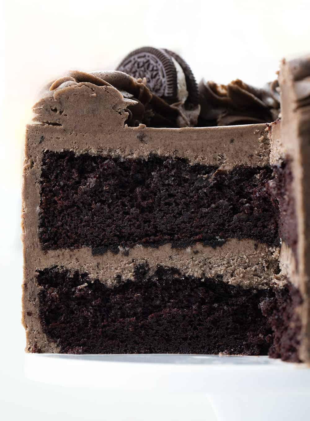 Cut into Cookies and Cream Cake {Oreo Cake}