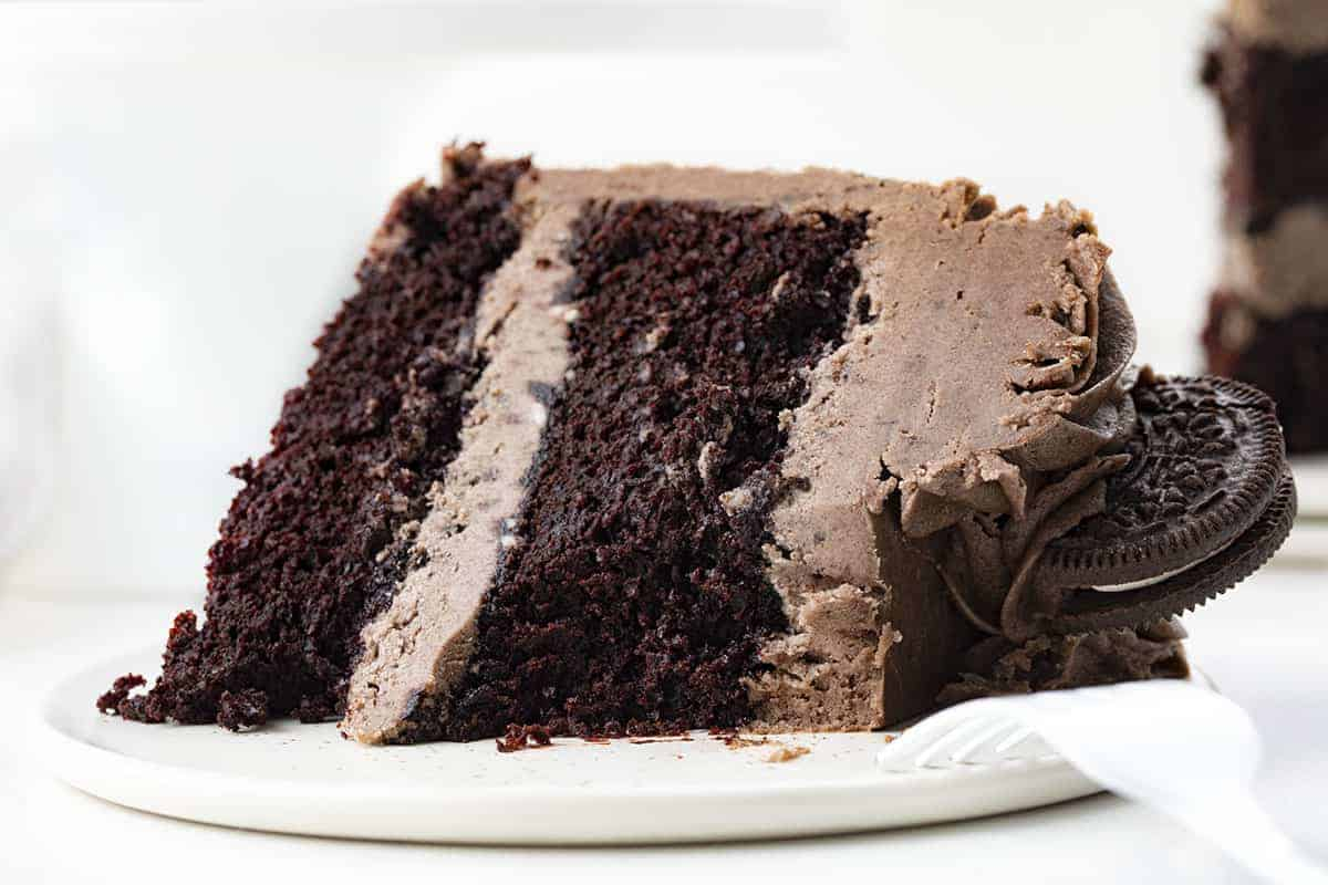 Cookies and Cream Cake Slice {Oreo Cake}