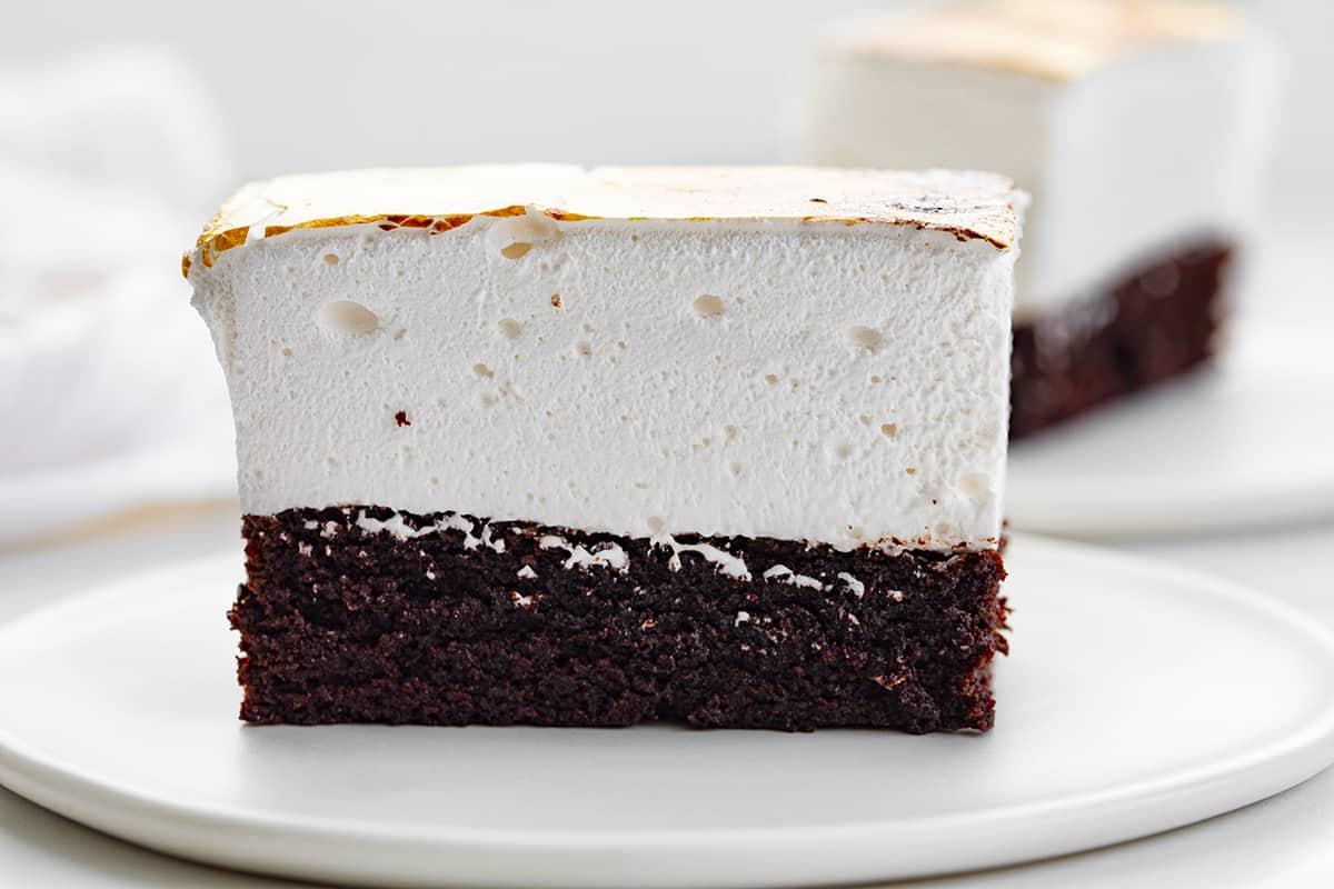 https://iambaker.net/wp-content/uploads/2021/04/marshmallow-brownies-5.jpg