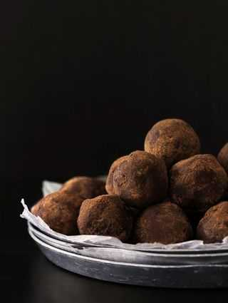 Salted_Caramel_and_Whiskey_Truffle_Bakers_Royale_2_copy